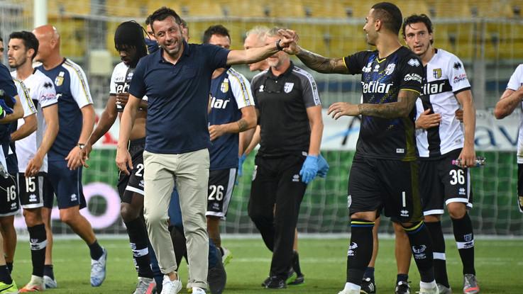 Calcio, resa del Napoli a Parma. Ducali salvi, decidono tre rigori