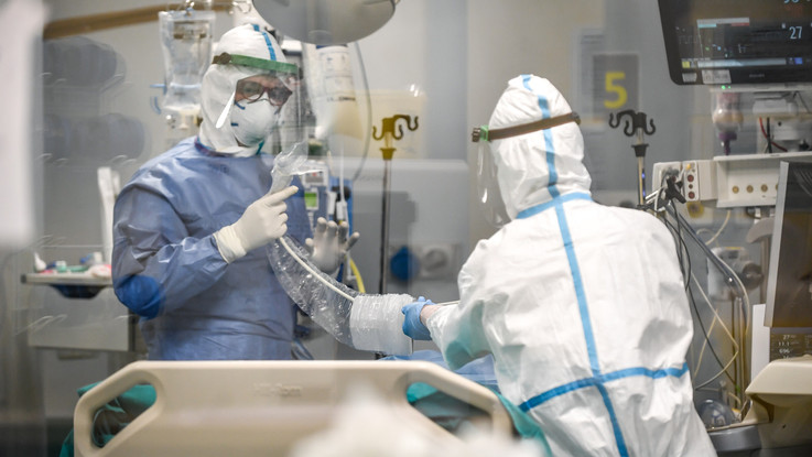 Coronavirus, i contagi ancora in crescita in Italia: +306. Dieci i decessi