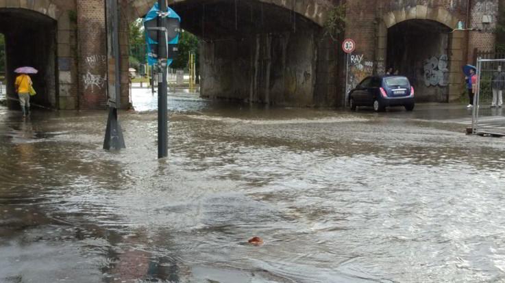 Bomba d'acqua su Milano: allagamenti e disagi in tutta la città