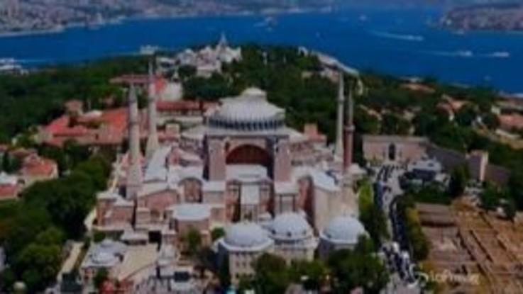 Istanbul, in migliaia per la preghiera islamica a Santa Sofia: anche il presidente turco Erdogan