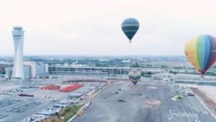 Israele, quattro mongolfiere si alzano in volo dall'aeroporto Ben Gurion