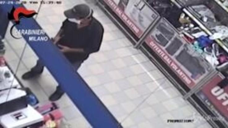 Cormano, panico nel supermercato: le immagini della rapina