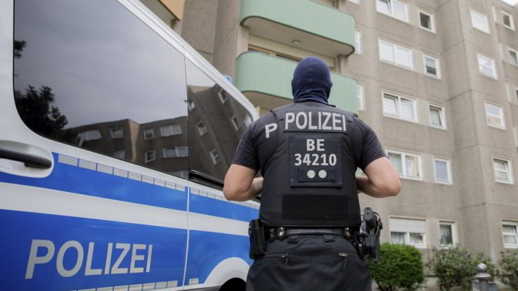 Germania, auto travolge la folla a Berlino: almeno 7 feriti, 3 gravi