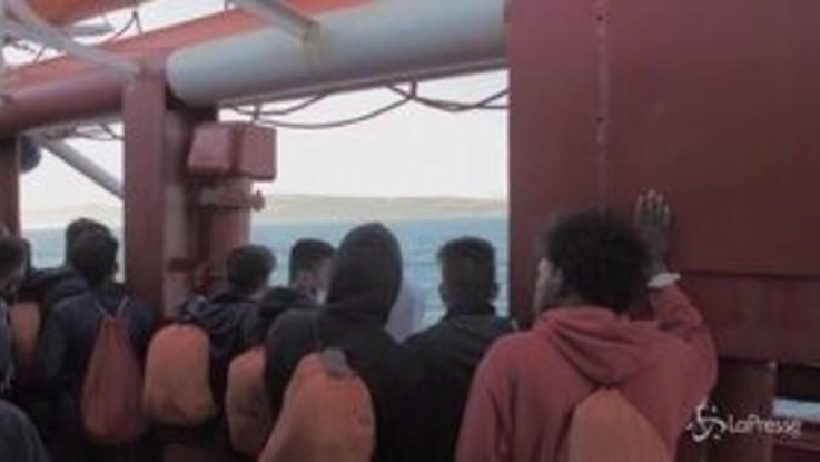 """Sos nel Mediterraneo: """"Stiamo morendo"""""""