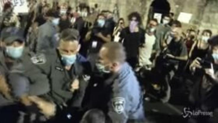 Israele: proteste contro Netanyahu, disordini a Gerusalemme
