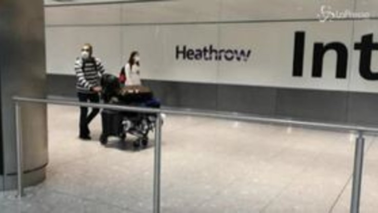 Gb, quarantena per chi arriva dalla Spagna: furiosi i passeggeri a Heathrow