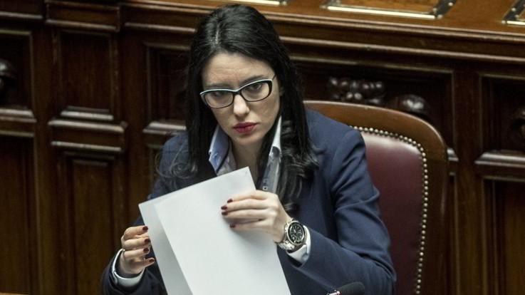 """Scuola, Azzolina assicura: """"Il 14 si torna si torna, aule sovraffollate? Colpa tagli passato"""""""