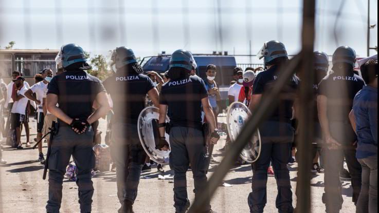 Migranti, coas in Sicilia. Il Governo manda l'esercito