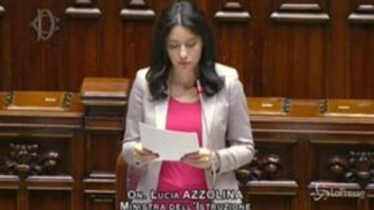 """Scuola, Azzolina alla Camera: """"Chiudere è stato un atto doloroso ma necessario"""""""