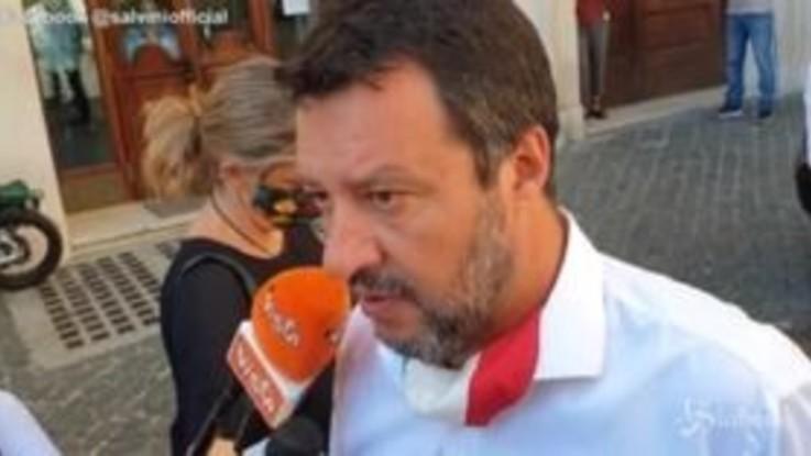 """Salvini: """"Per il bene della scuola mi aspetto le dimissioni dell'Azzolina"""""""
