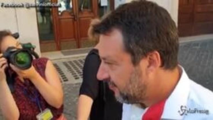 """Migranti, Salvini: """"Governo di incompetenti, serve chiudere i porti non mandare esercito"""""""
