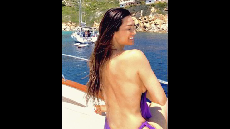 sexy-instagram, Manuela Arcuri stregata dalle acque del Giglio, fa felici i followers