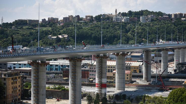"""Nuovo Ponte Genova, 'le mani"""" al lavoro per costruirlo raccontate dalle note di Beethoven e da un libro fotografico"""