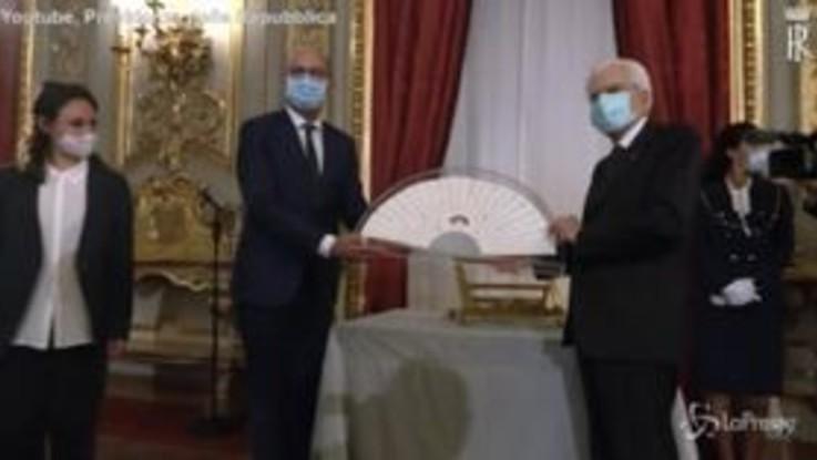 """Mattarella riceve il """"Ventaglio"""" dalla stampa parlamentare"""