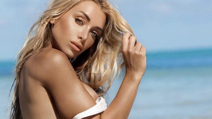 sexy-instagram, Elisa De Panicis, dal Messico a Miami e il costume scivola sul seno