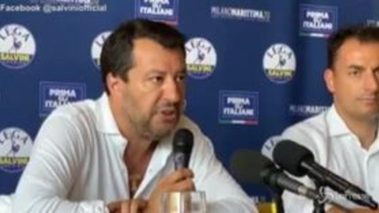 """Open Arms, Salvini: """"Fu una decisione collegiale, per la poltrona c'è chi vende anima al diavolo"""""""