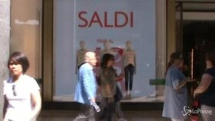Saldi: oggi il via in tutta Italia, previsto un calo della spesa