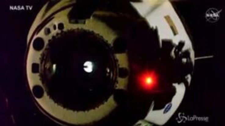 Spazio, la Space X Crew Dragon lascia la Stazione spaziale internazionale