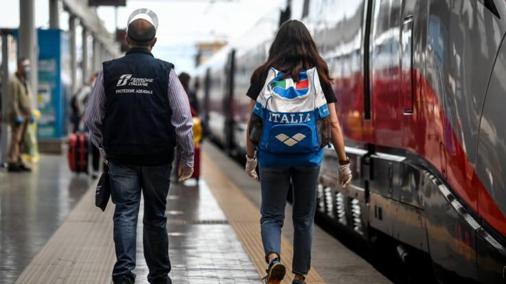 """Trenitalia a passeggeri: """"Su alta velocità resta distanziamento a bordo"""""""