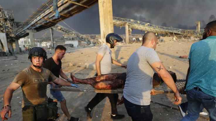 Esplosioni a Beirut, sale il bilancio e si affaccia ipotesi attentato