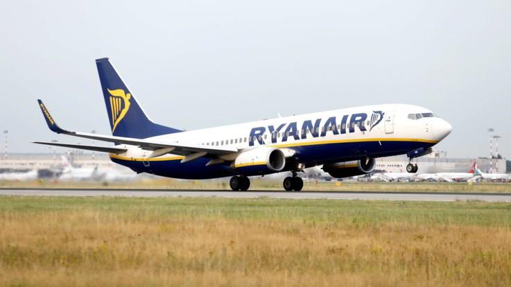 """Ultimatum Enac a Ryanair: """"Rispetto norme anti Covid o stop voli"""""""