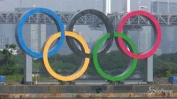 Olimpiadi: Giochi rinviati, Tokyo rimuove i cerchi olimpici