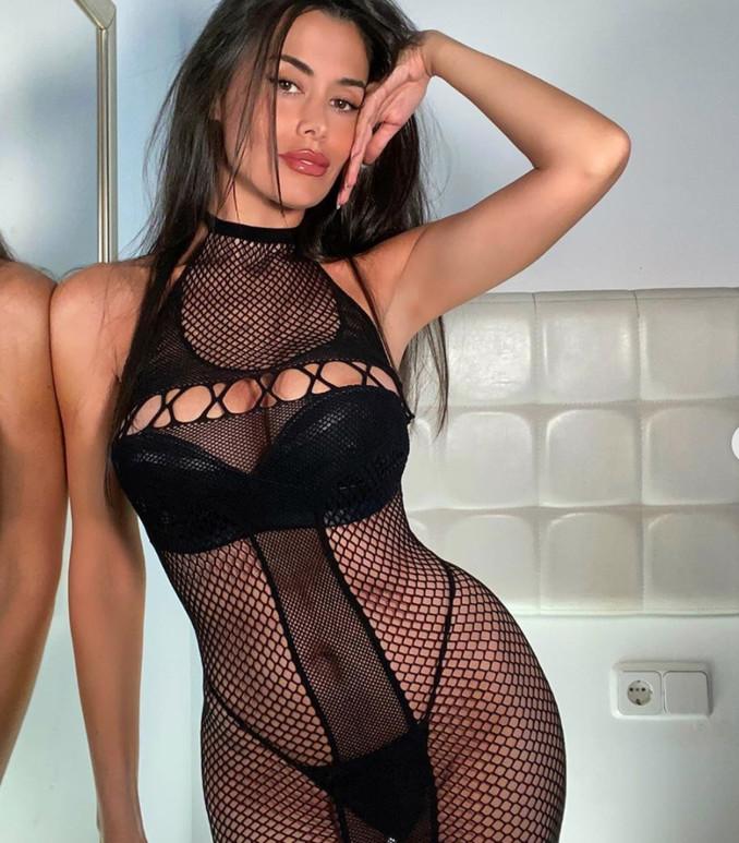 sexy-instagram, Eva Padlock non è nuda ma nemmeno vestita