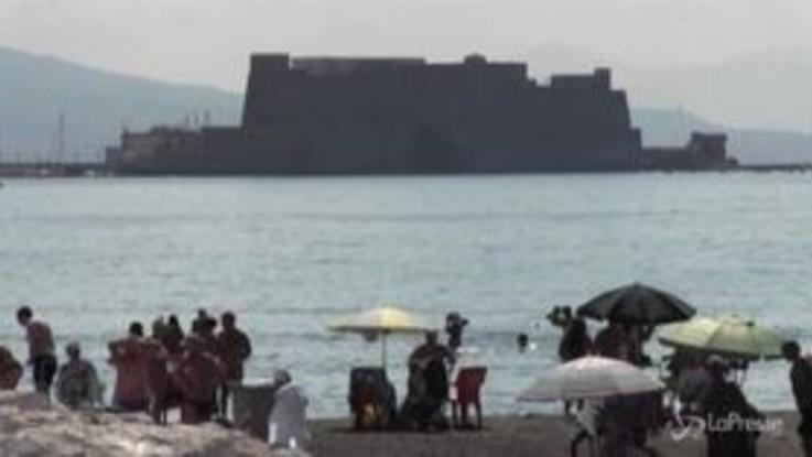 Napoli, spiagge libere pattugliate dalle sentinelle anti-Covid