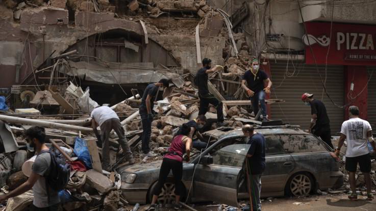Esplosione Beirut, presidente Aoun: Possibili cause negligenza, missile o bomba
