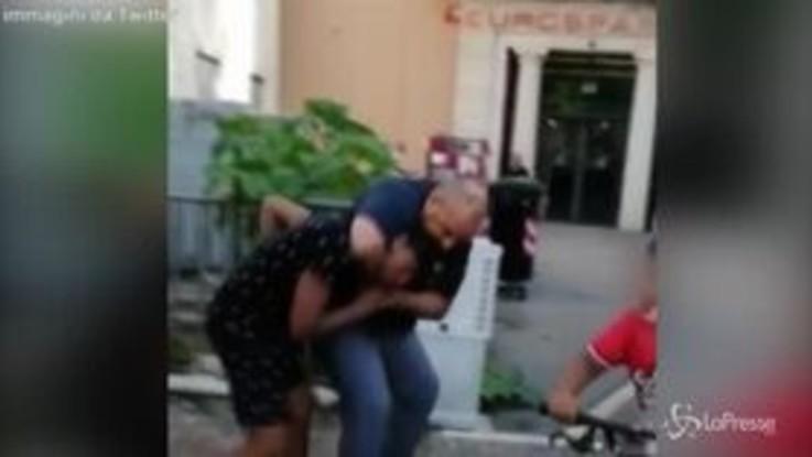 Vicenza: giovane preso per il collo da agente dopo un battibecco