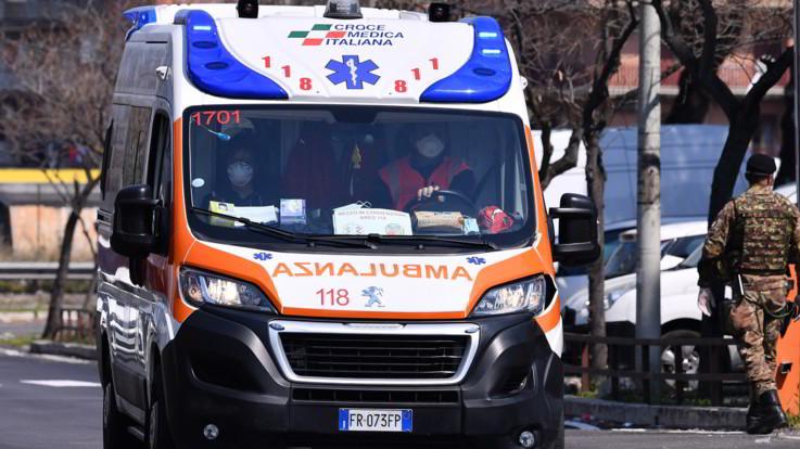 Roma, spara per errore al nipote di 7 anni: morte cerebrale per il bimbo