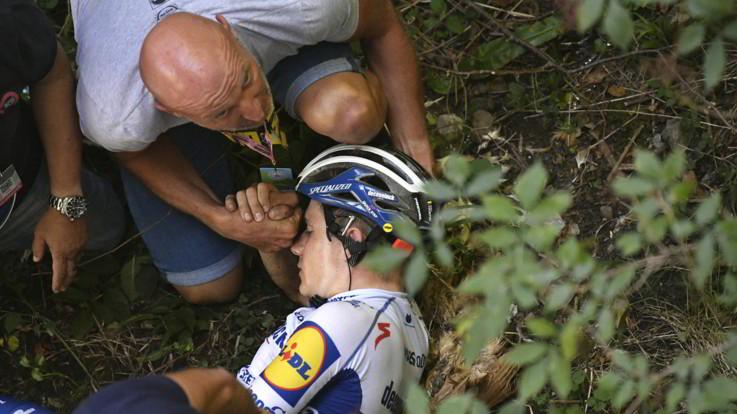 Giro Lombardia: per Evenepoel brutta caduta in discesa