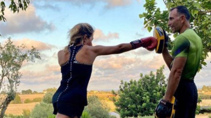Barbara D'Urso si tiene in forma con la boxe