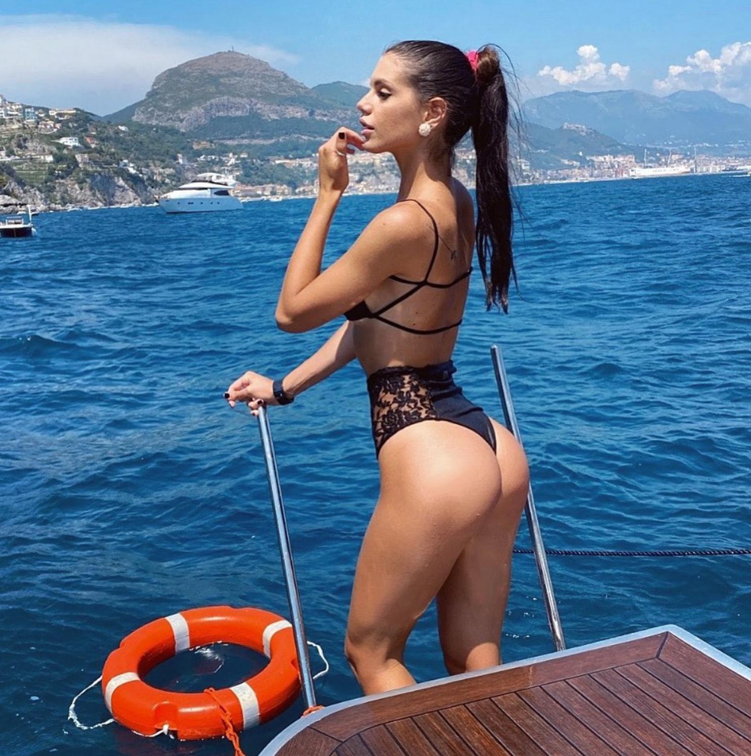 Sexy Instagram, Antonella Fiordelisi sempre più sexy e in forma