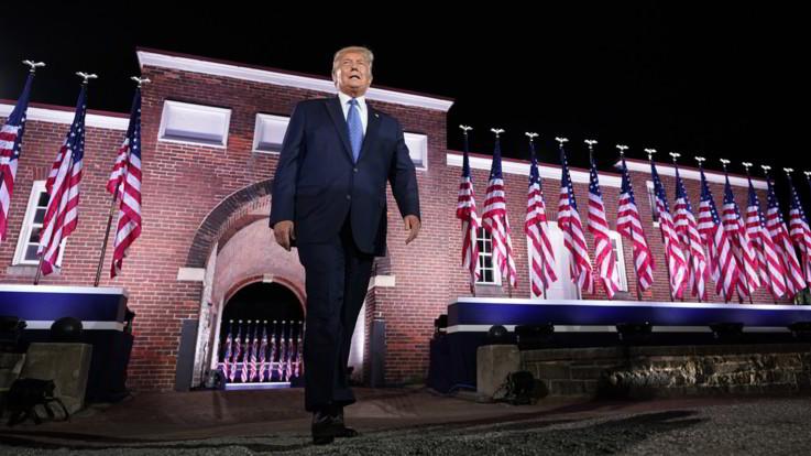 """Usa2020, Trump accetta la nomination: """"La scelta è fra l'American dream e il socialismo"""""""
