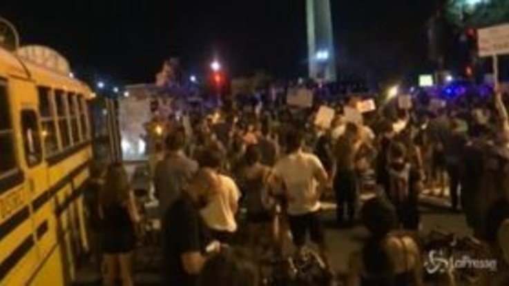 Usa: i repubblicani chiudono la convention, a Washington parte la protesta