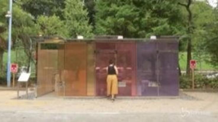 Giappone: grande curiosità a Tokyo per i primi bagni pubblici trasparenti