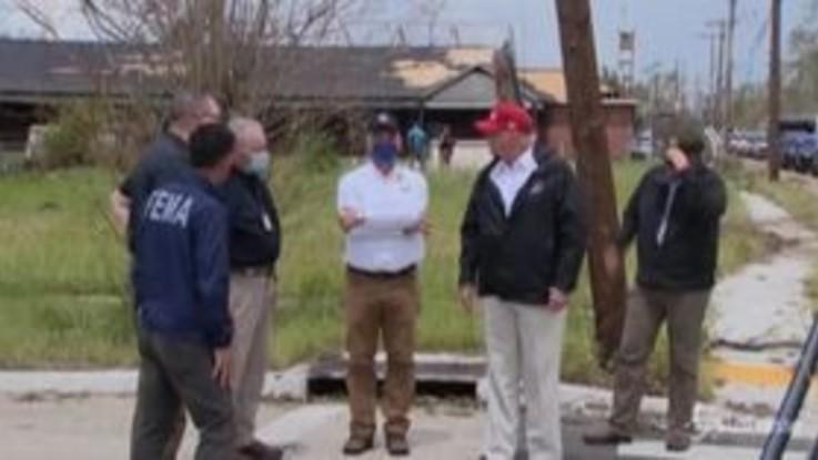 Louisiana, Trump nelle zone colpite dall'uragano Laura