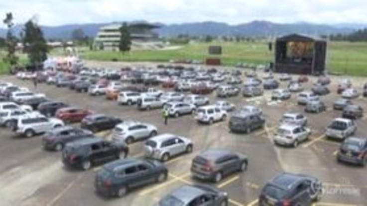 Colombia, in centinaia alla messa al drive-in a Bogotà