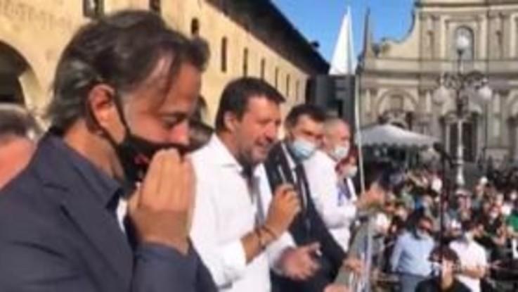 """Salvini: """"Mi indagano anche se bevo acqua, mai mojito meglio vino Oltrepo"""""""