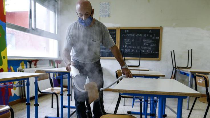 Scuola, Regioni in ordine sparso su riapertura. Azzolina scrive a docenti e presidi