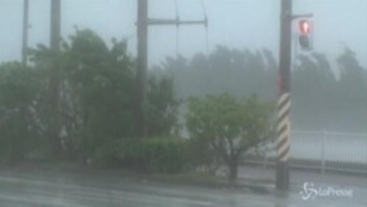 Giappone: tifone colpisce le isole meridionali, venti oltre i 150 km/h