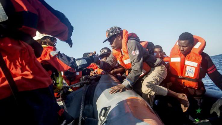 Sea Watch: Salvati 18 naufraghi, raccontano di 3 dispersi