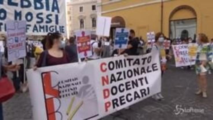 """Precari della scuola manifestano davanti al Parlamento: """"La ripresa delle lezioni sarà un dramma"""""""