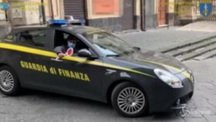 Smaltimento illecito di rifiuti nel catanese, sequestrati beni per 30 milioni di euro