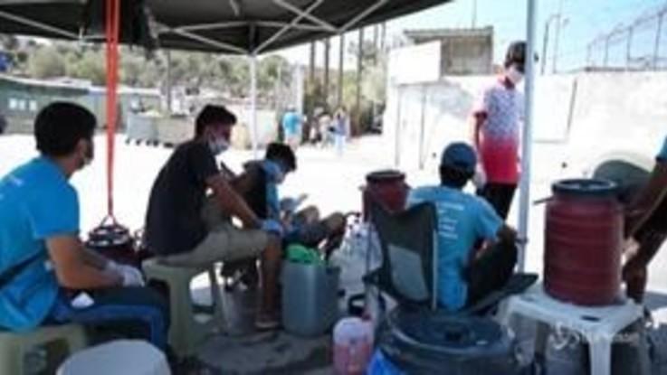 Migrante positivo al coronavirus, campo di Lesbo in quarantena