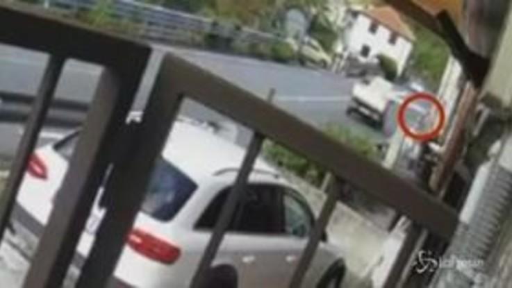 Genova: colpita da tavola di legno sporgente da furgone, grave una studentessa