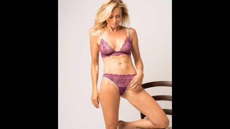 sexy-instagram, Justine Mattera in lingerie porpora, sensualità pura