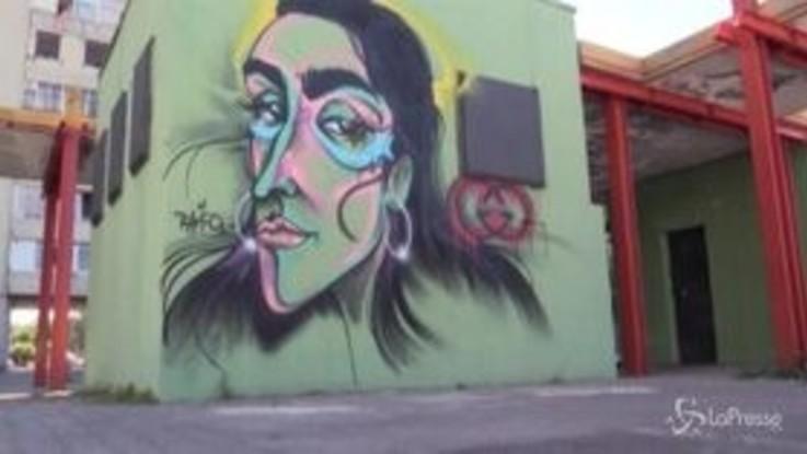 """Modella Gucci diventa murale a Napoli e ringrazia: """"Thanks for magic"""""""