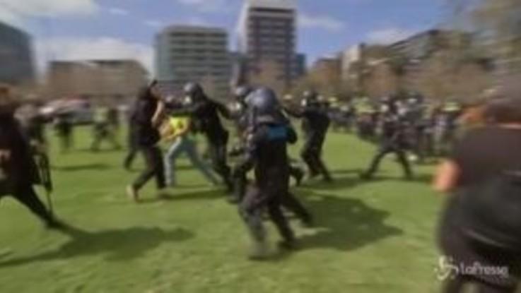 Melbourne, disordini alla manifestazione anti-lockdown